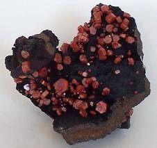 edelstenen en mineralen vanadeniet kristallen
