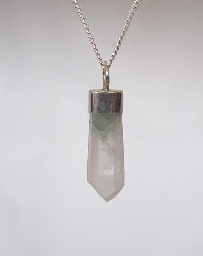 bergkristal met chloriet hanger