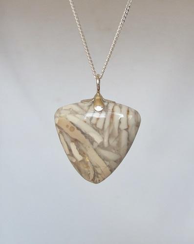 fossiele steen hanger